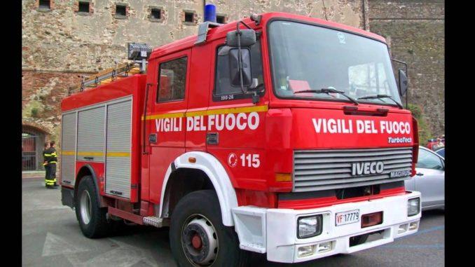Milano, brucia un appartamento: evacuata palazzina in zona Centrale, diversi intossicati