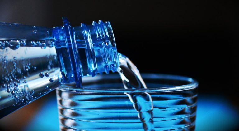 10 segnali per capire che non bevi abbastanza acqua