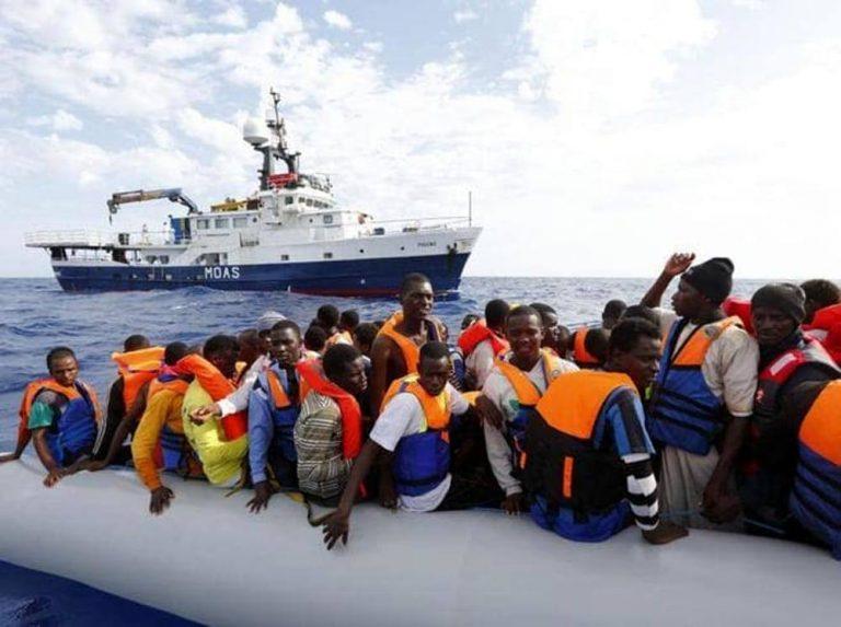 Nave tunisina contro un barcone carico di migranti: