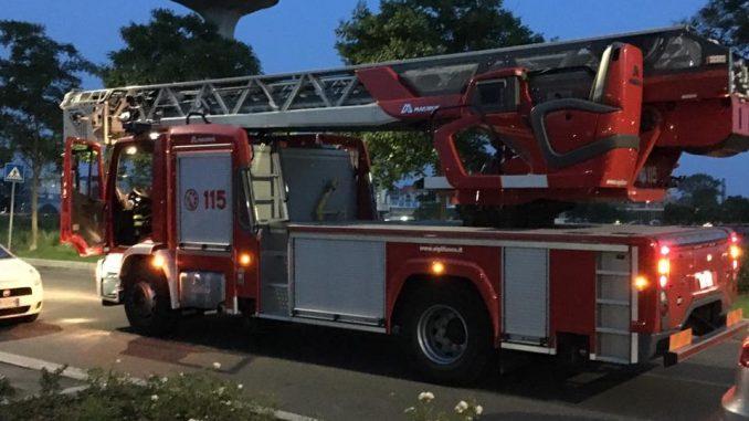 Volontari dei Vigili del fuoco appiccavano roghi per guadagnare soldi: 15 denunciati