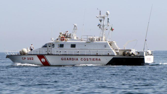 Ultraleggero precipita in mare: morti i passeggeri