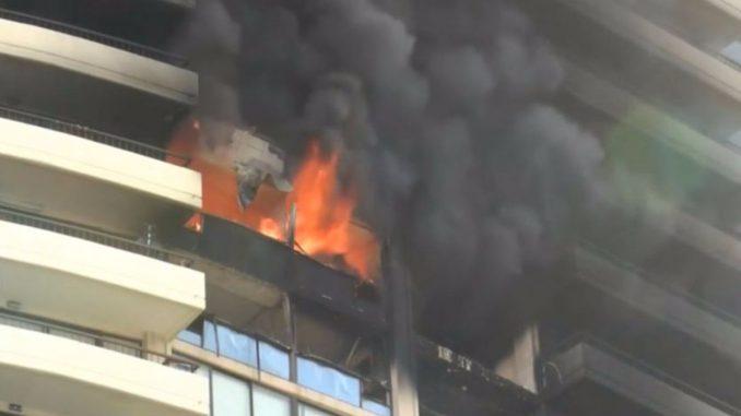Honolulu, fiamme in un grattacielo: almeno tre morti. Ignote le cause