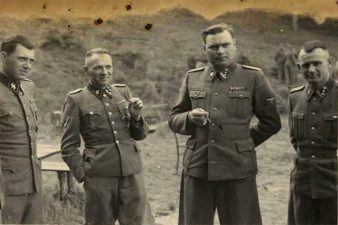 Mengele a sinistra