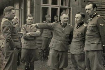 Gruppo di nazisti