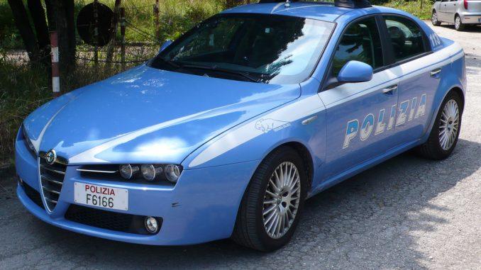 Milano, bimba dimenticata in auto: salvata da polizia