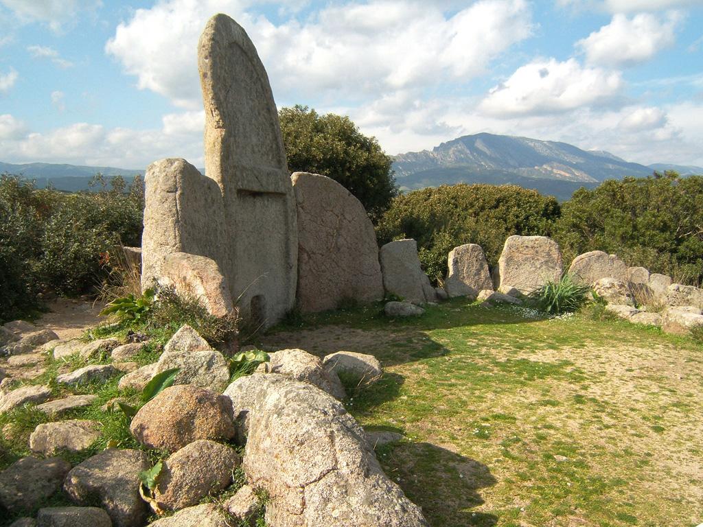 Le tombe dei giganti di S'Ena e Thomes a Nuoro.