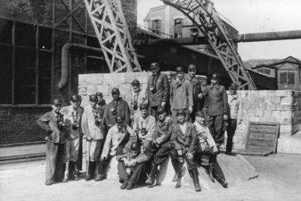 Foto di gruppo in miniera