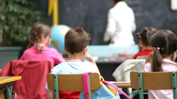 Schiaffi e pugni ai bambini: arrestata maestra elementare