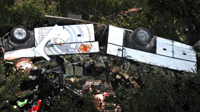 Almeno 28 persone sono morte in un incidente in India