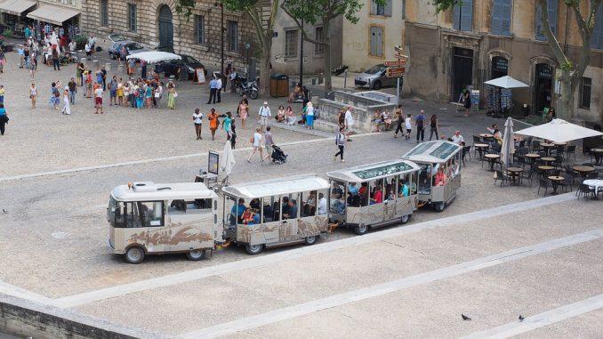 Avignone, sparatoria davanti alla moschea: otto feriti