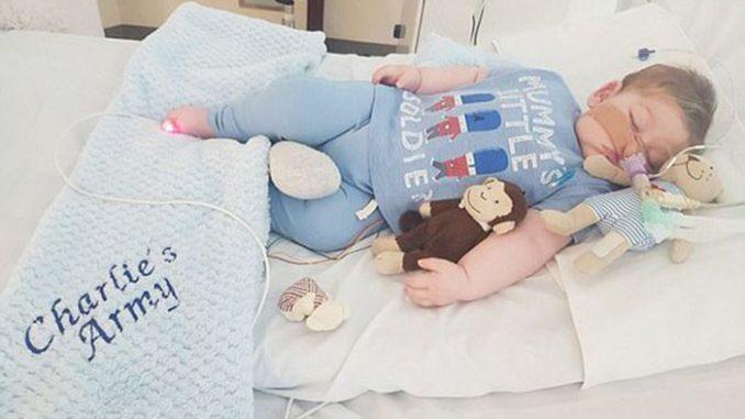 E' ufficiale è morto il piccolo Charlie Gard: l'addio con i genitori