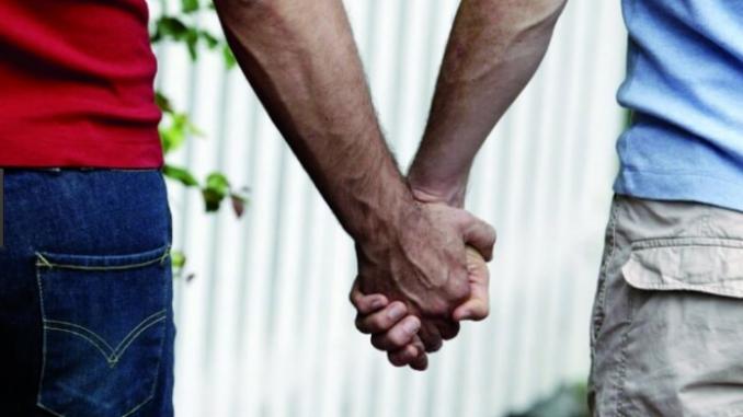 Tropea, casa vacanza respinge coppia: 'non si affitta a gay e animali'