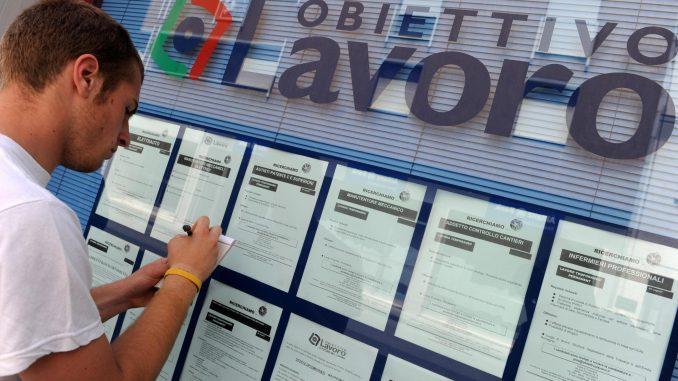 Giovani senza lavoro, in Italia il record europeo dei Neet