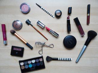 makeup-2454659_960_720