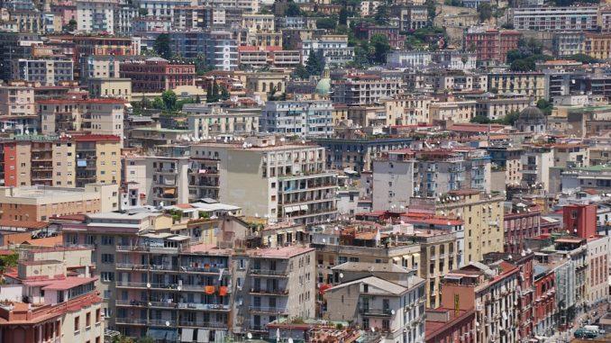Napoli, ferito a quindici anni: spari e paura nei pressi della metro