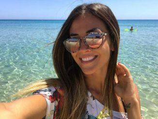 Giorgia Palmas si gode la sua Sardegna con un bikini sexy