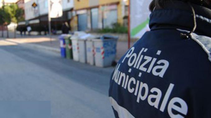 Diritto alla casa: occupato Comune di Napoli, ferito agente