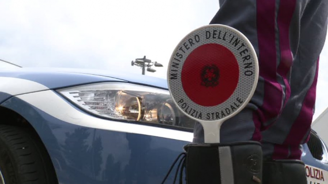 Palermo: fidanzatini sorpresi a fare sesso in auto, multa da 10mila euro