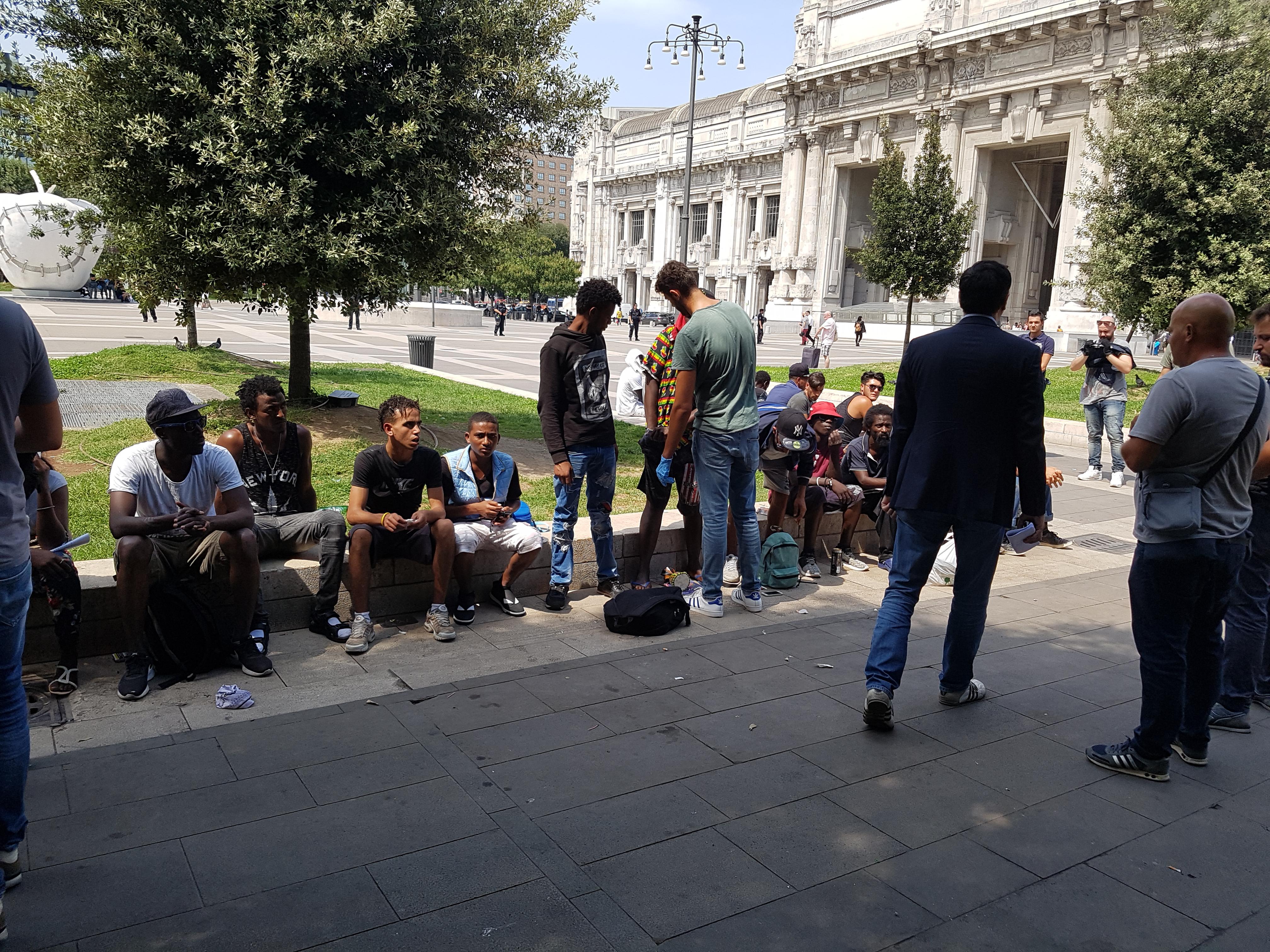 Stazione Centrale, nuovi controlli della polizia tra i migranti