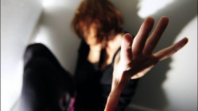 Bari: strupro di gruppo su 15enne, 4 presunti violentatori sono minorenni