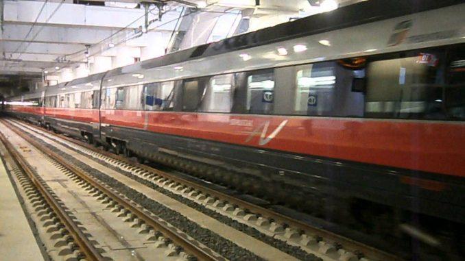 Bologna - Taniche di diluente fanno scattare allarme bomba alla stazione