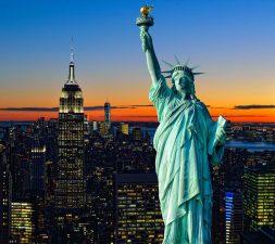Lady facchinetti senza reggiseno alla finestra ecco la foto for Finestra new york