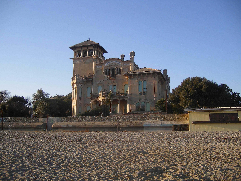 Villa Zanelli vicino al mare