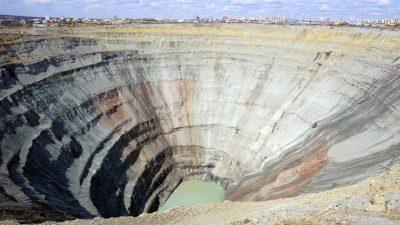 Russia, inondata miniera di diamanti siberiana, 150 all'interno
