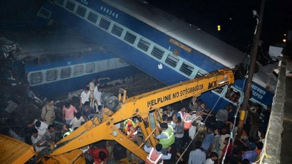 treno deraglia india