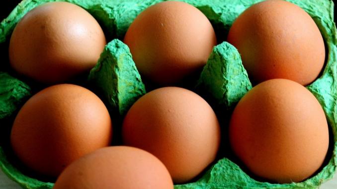 Uova al fipronil, due positività anche in Italia