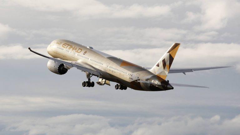 Tragedia in volo, pilota muore durante la tratta aerea