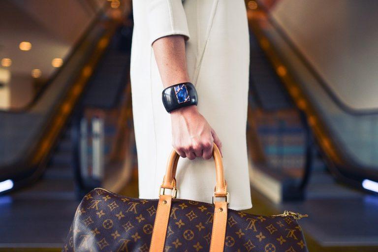 Oggi vi proponiamo una serie di modelli di borse di casa Nava disponibili  alla vendita su Amazon 52be4a02b5b