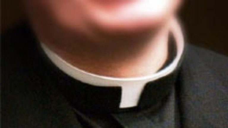 Anziani maltrattati Sospeso un sacerdote