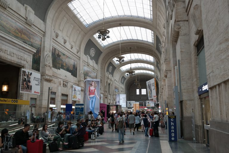 Milano, nuovo blitz in Stazione Centrale: 20 portati in Questura