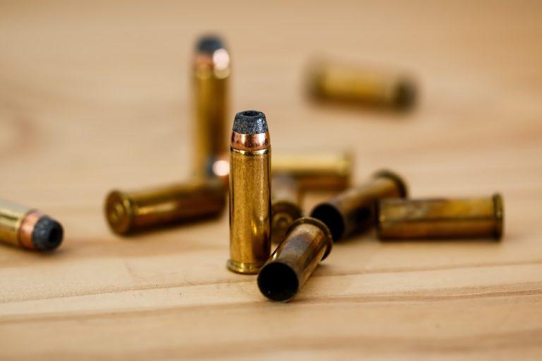 Gli sparano sotto casa, ucciso nella notte nel Napoletano