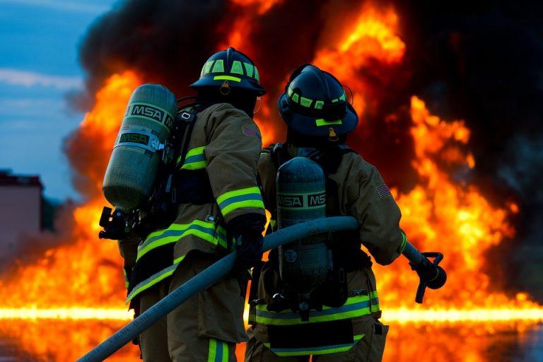 Milano: incendio in deposito rifiuti, Comune Cinisello 'no sostanze tossiche'