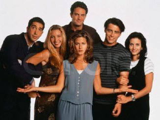 Cast members from left: David Schwimmer, Lisa Kudrow, Jennifer Aniston, Matt LeBlanc, Courteney Cox. Back: Matthew Perry. ca. 1994