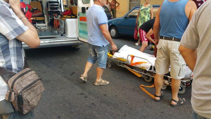 Ambulanza si ribalta davanti all'ospedale San Carlo: 6 feriti