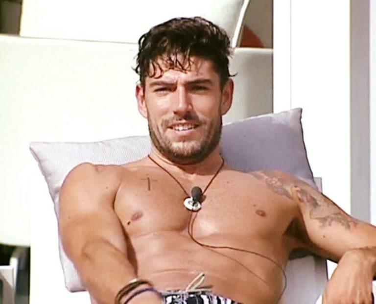 Daniele Bossari piange di nascosto al Grande Fratello Vip