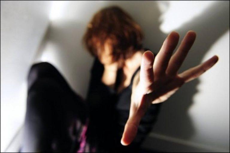 Napoli, presa per il collo e violentata: arrestato lo stupratore
