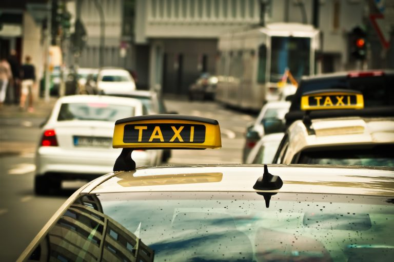 Milano. Si finge tassista e violenta una turista canadese