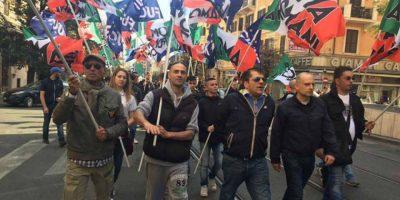 Scontri, feriti e sampietrini per casa popolare a stranieri: arresti in FN