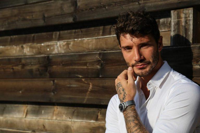Stefano De Martino festeggia con Gilda Ambrosio e sorpresa…
