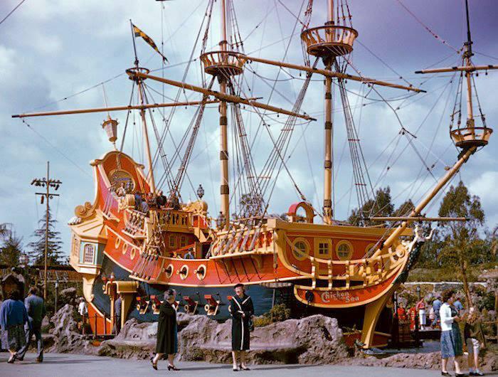 Nave pirata con ristorante a bordo