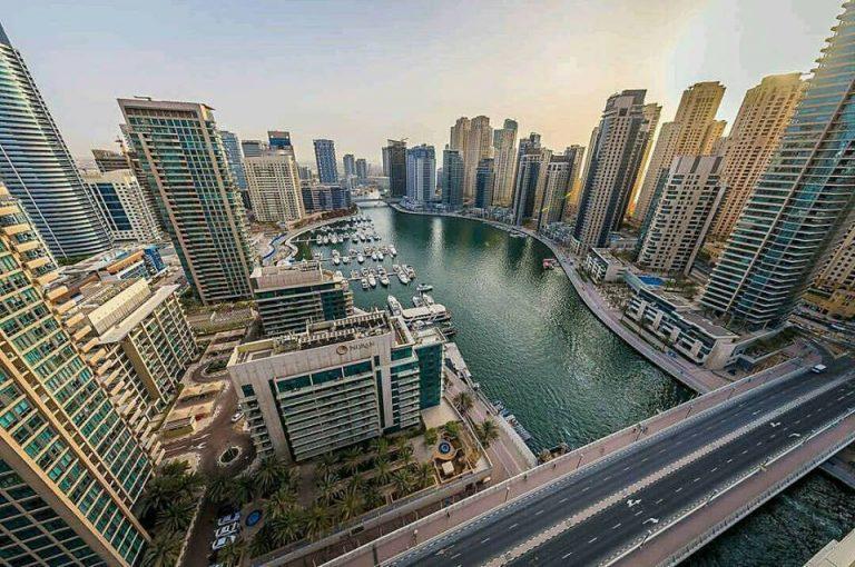 Lavorare a Dubai: impiego e carriera con offerta di lavoro senza esperienza