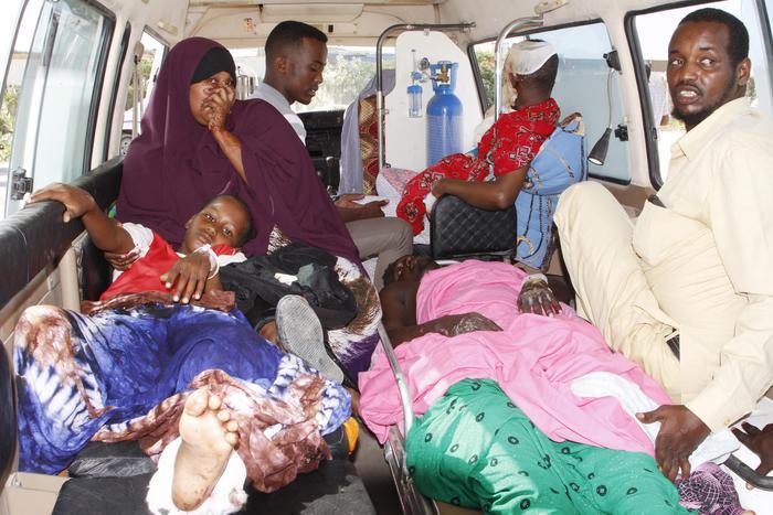 Somalia, miliziani di al-Shabab asserragliati in un hotel: morti e feriti