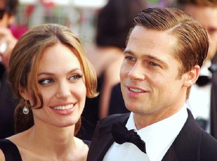 Angelina Jolie spia (per davvero) con Brad Pitt