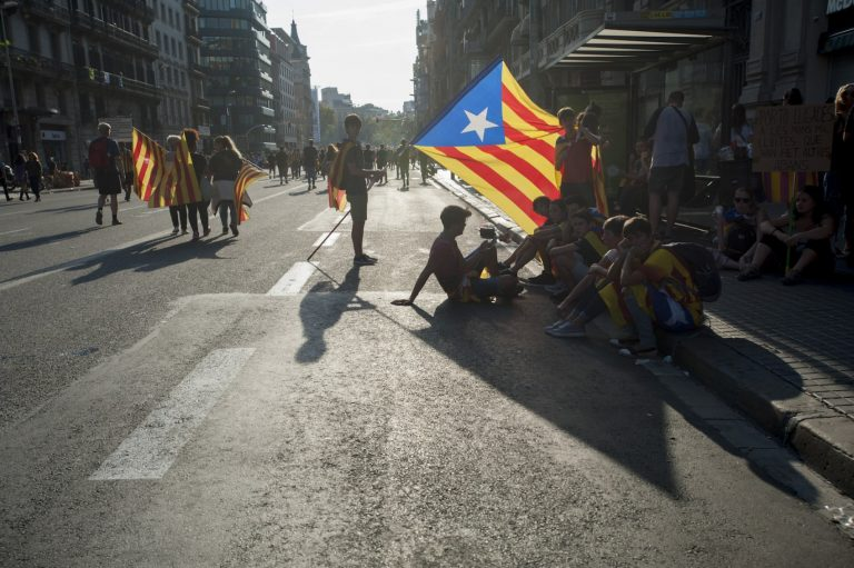 Catalogna, ultimatum in scadenza: indipendentisti al lavoro per proclamazione della