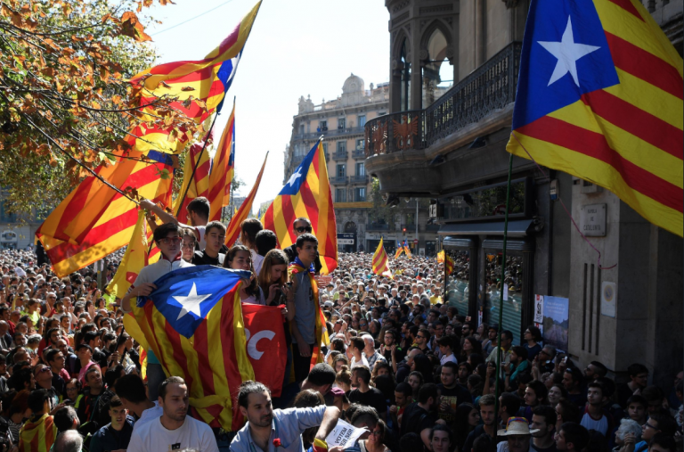 Indipendenza Catalogna, l'Alta Corte sospende la seduta del parlamento catalano
