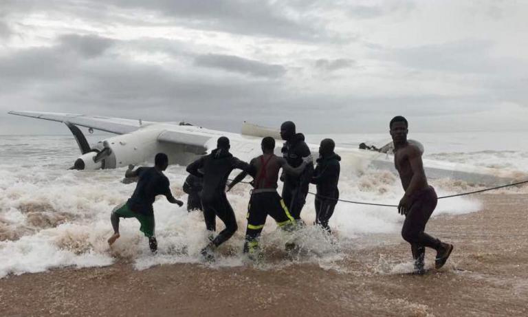 Costa d'Avorio, aereo si schianta dopo il decollo
